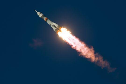 燃火起飞后的火箭
