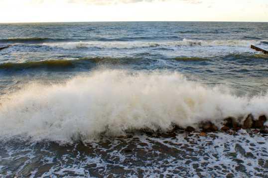 海边的浪潮