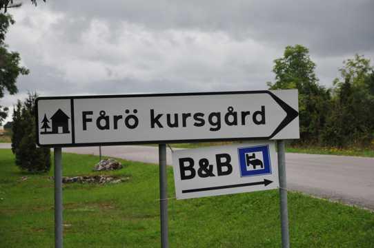 公路旁的指示牌