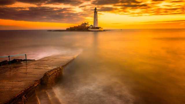 海滨灯塔风光