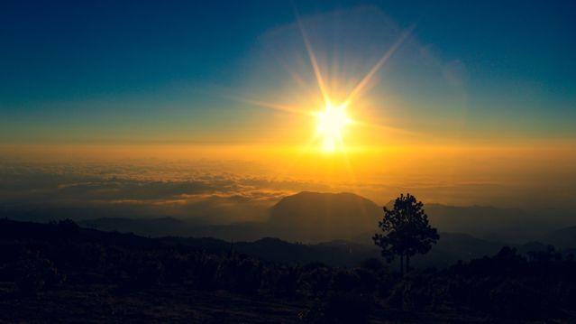 云上朝阳景色